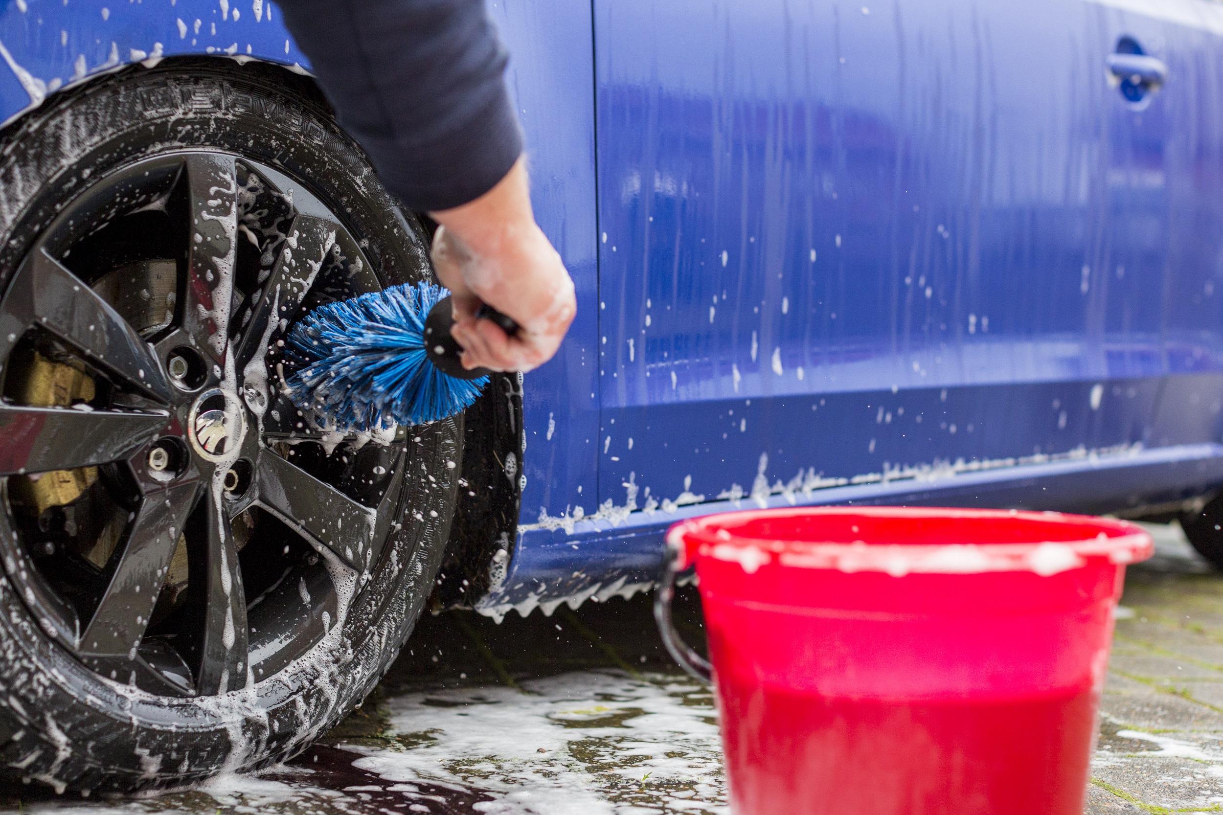 håndvask af bil